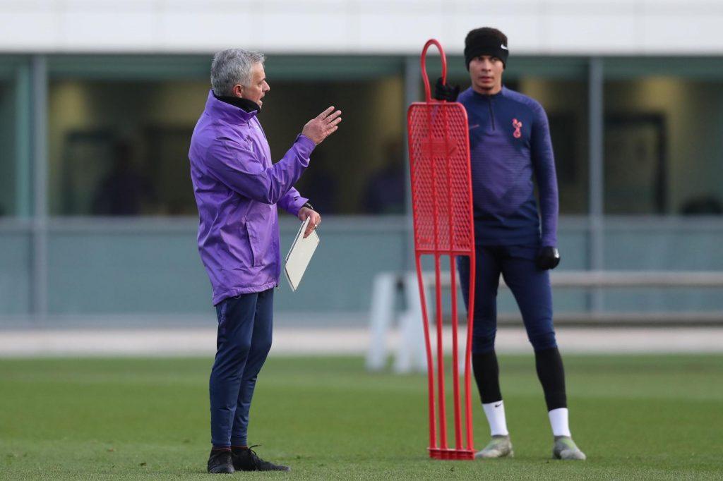 jose-mourinho-tottenham-training-dele-Alli