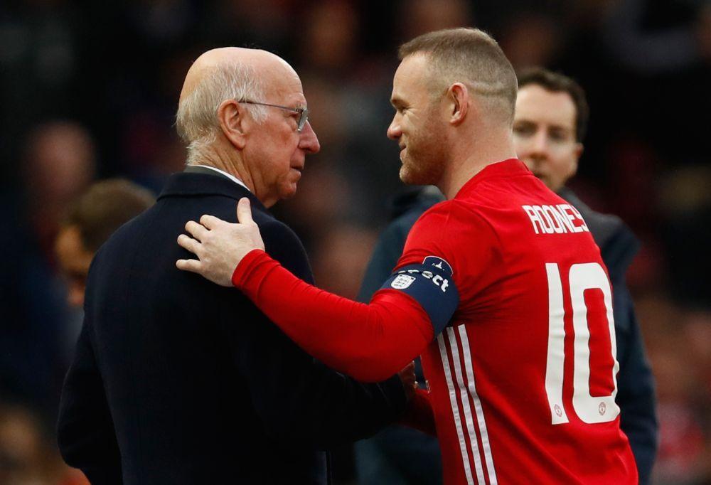 Wayne-Rooney-Sir-Bobby-Charlton
