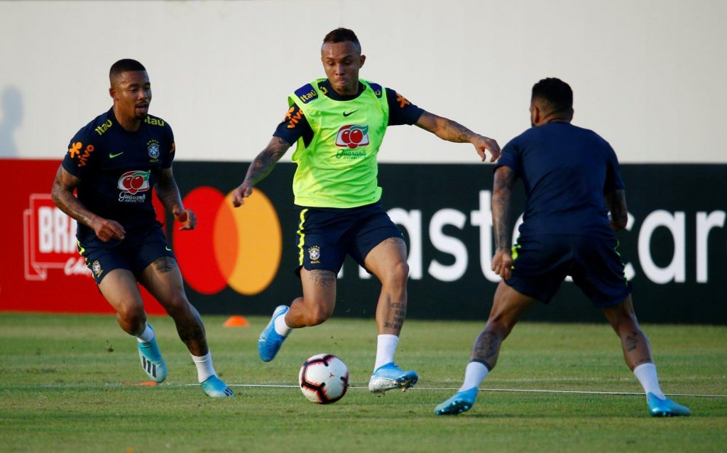 Everton-Soares-Brazil-training-alongside-Gabriel-Jesus