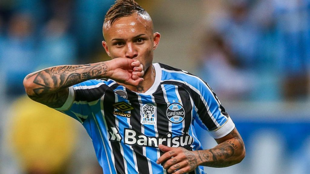 Ancelotti Revive Interest In Gremio Forward Everton Soares