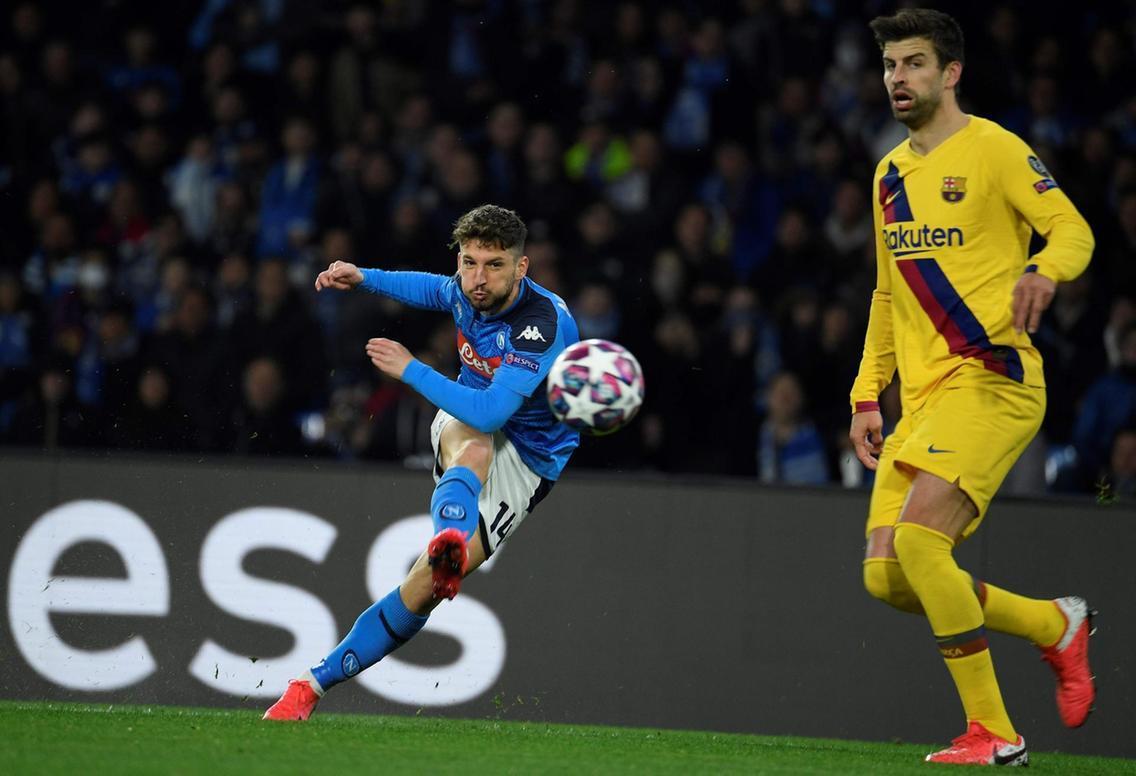Mertens-Napoli-free-kick