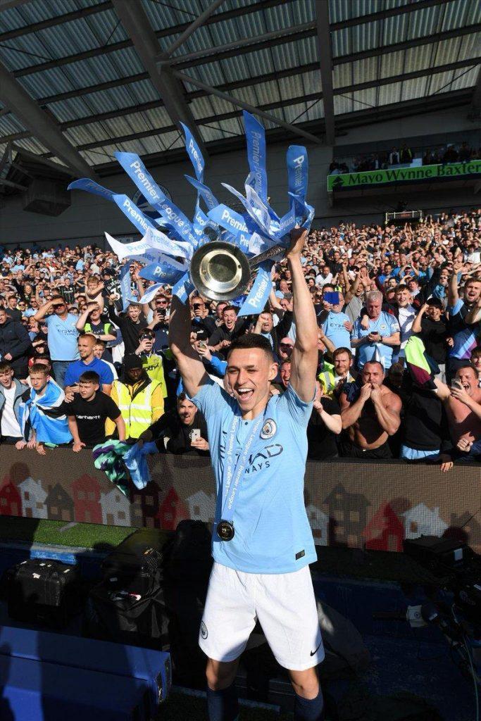 Phil_Foden_Premier_League_trophy