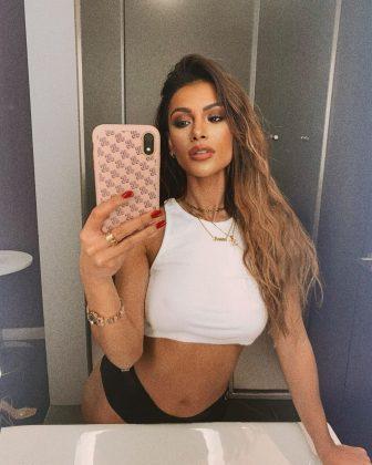 joanna-chimonides-mirror-selfie