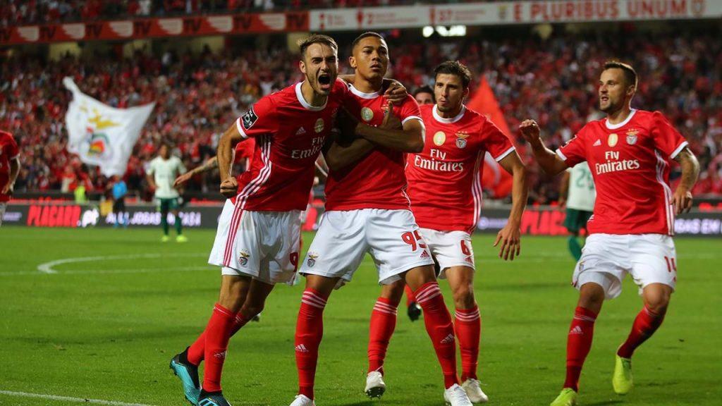 Carlos-Vinicius-manchester-united-target