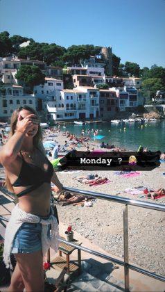 Lisa-Goncalves-bikini-cute-pose