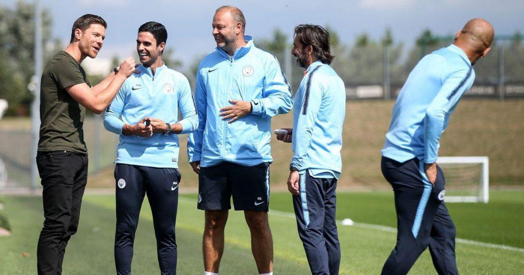 Pep_Guardiola_Xabi_Alonso