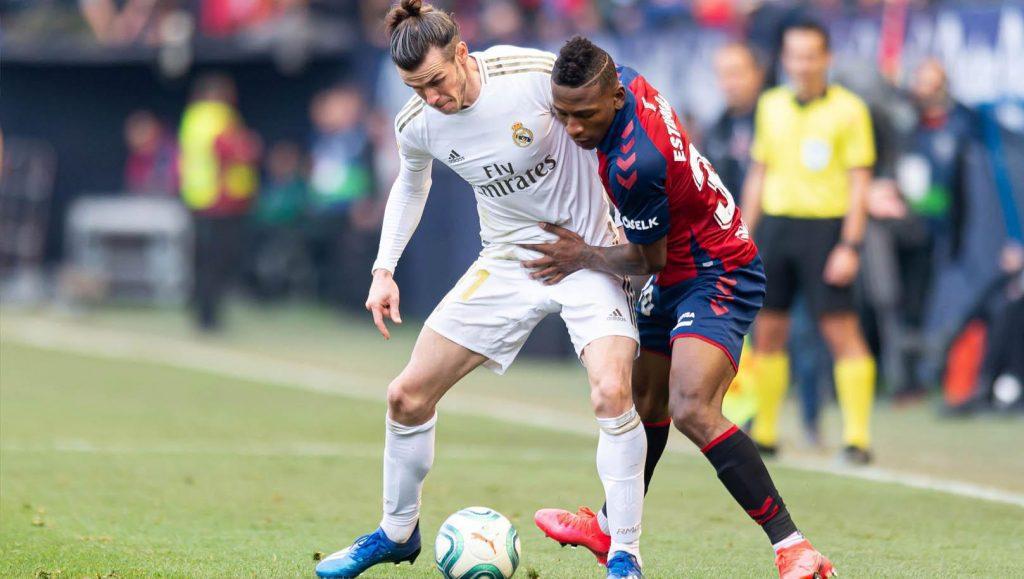 ervis-Estupinan-vs-Gareth-Bale