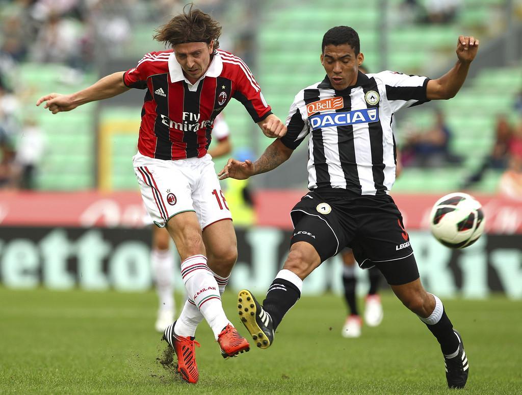 Udinese-Calcio-v-AC-Milan-Serie-A-Allan