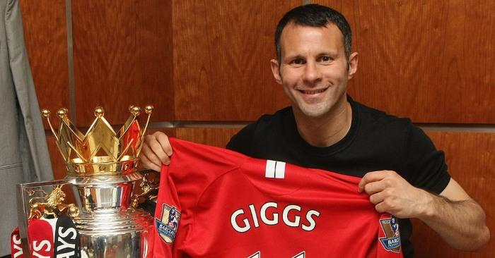 Ryan-Giggs-manchester-united-barclays-premier-league-trophy