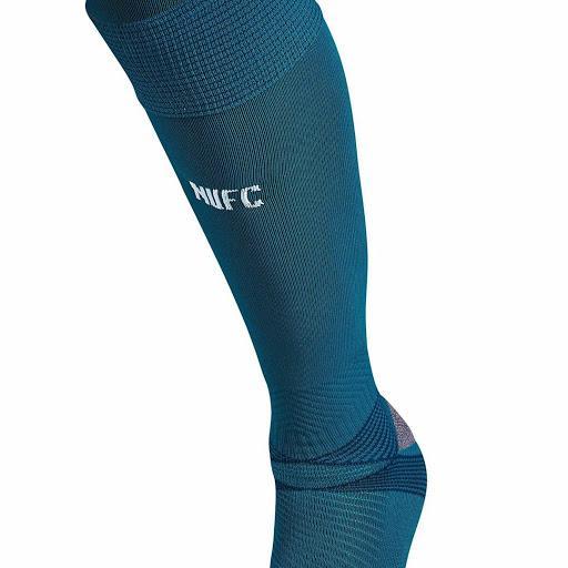 newcastleunited-puma-goalkeeper-home-kit-socks-2020-21