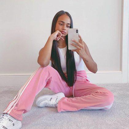 Chloe-Wealleans-Watts-mirror-selfie