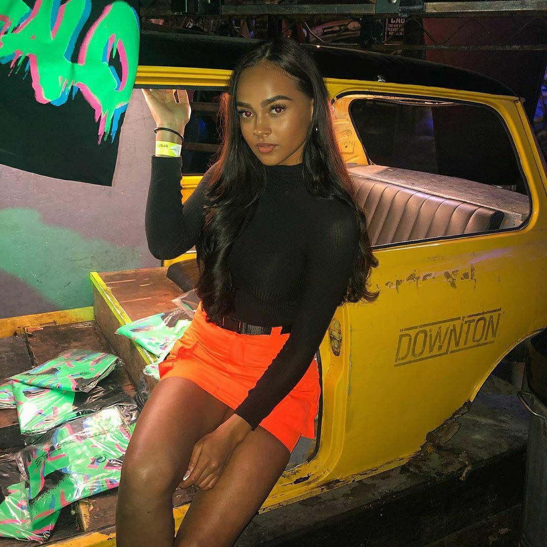 ChloeWealleansWatts_clubbing