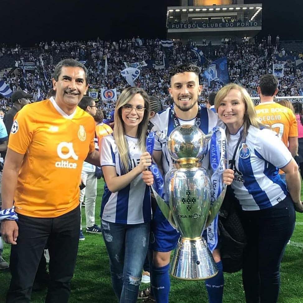 Alex-Telles-wife-Priscila-Minuzzo-Porto
