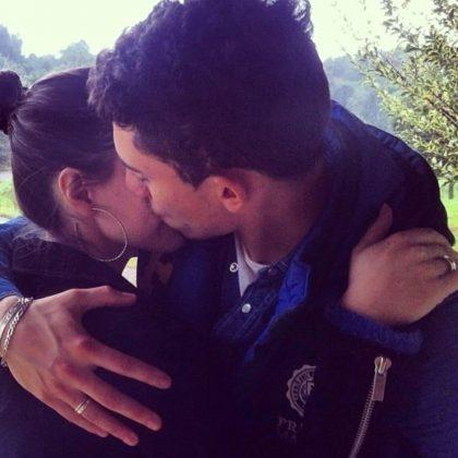 Alex-Telles-wife-Priscila-Minuzzo-hug
