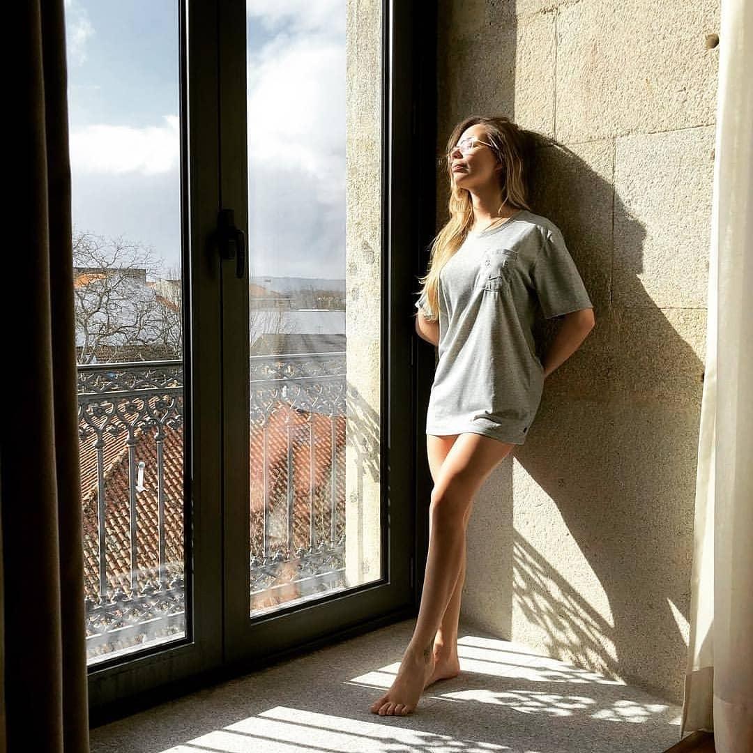 Alex-Telles-wife-Priscila-Minuzzo-sexy-images
