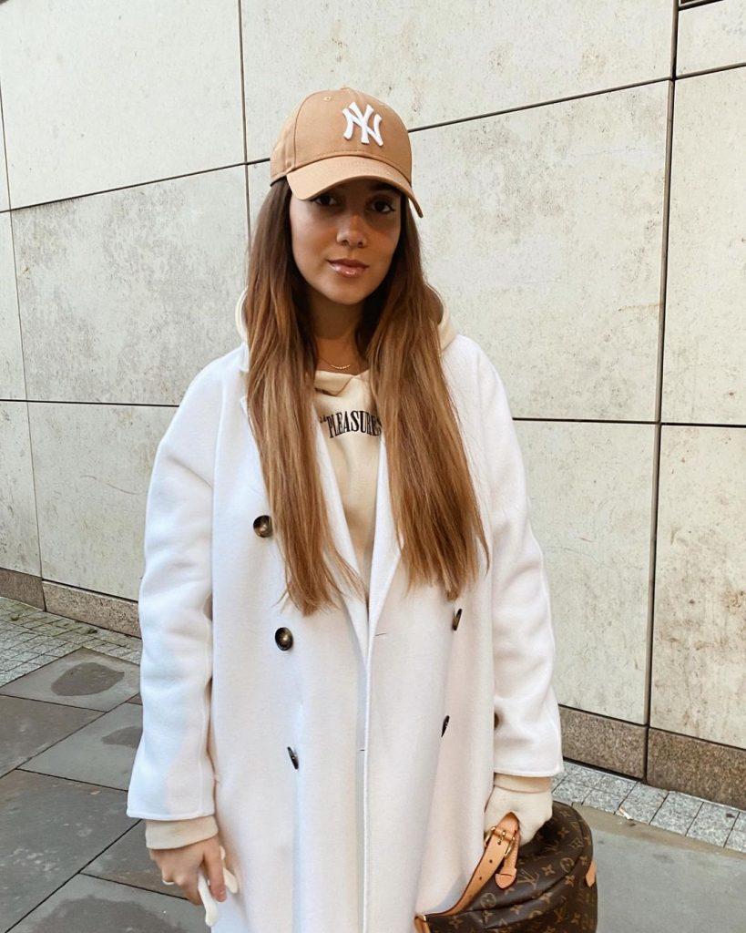 April_Ivy_dating