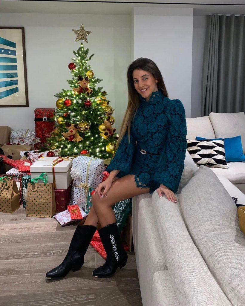 Ruben_Dias_April_Ivy_christmas