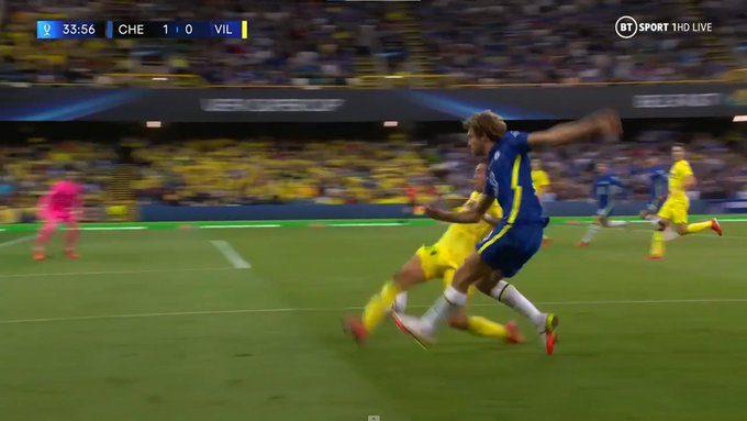 Chelsea_crosses_vs_Villarreal